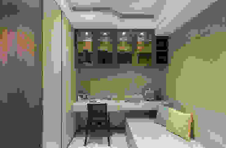 私宅-綠溢:  臥室 by 思為設計 SW Design