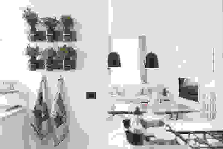 Cocinas de estilo moderno de MODO Architettura Moderno