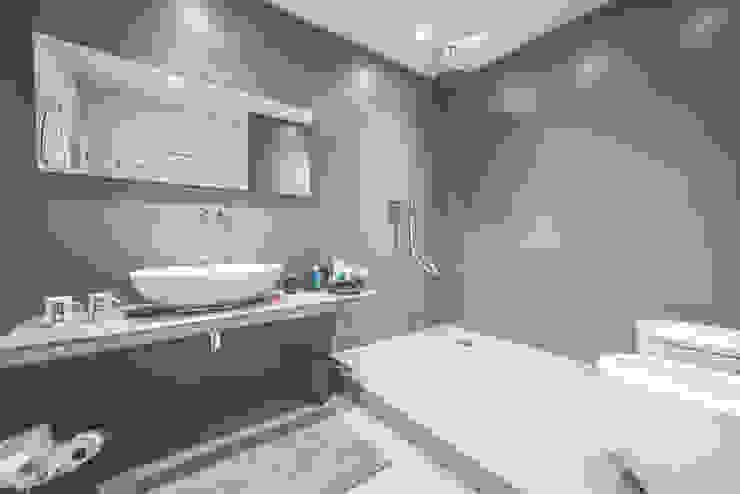 Minimalistyczna łazienka od MODO Architettura Minimalistyczny