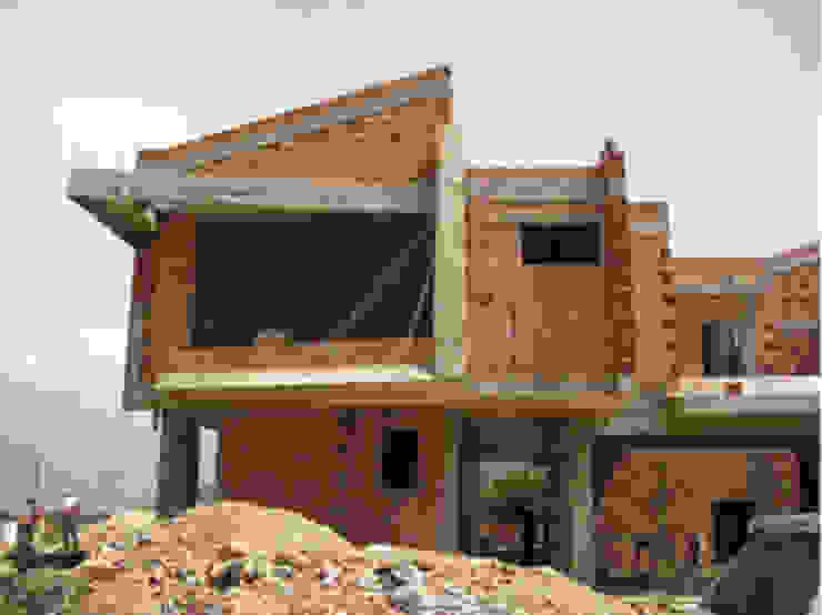 Vista Frontal. Vivienda V12. Obra Gris. Casas escandinavas de Eisen Arquitecto Escandinavo Hormigón