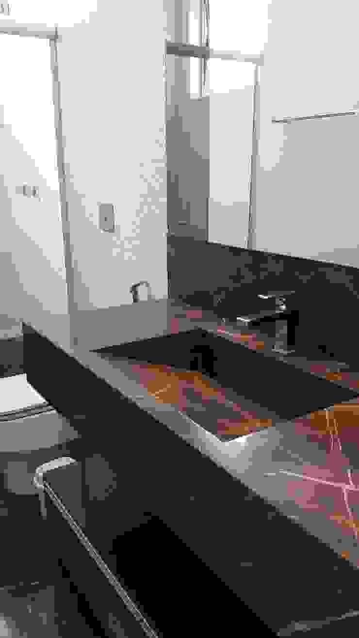 Monica Guerra Arquitetura e Interiores Modern bathroom