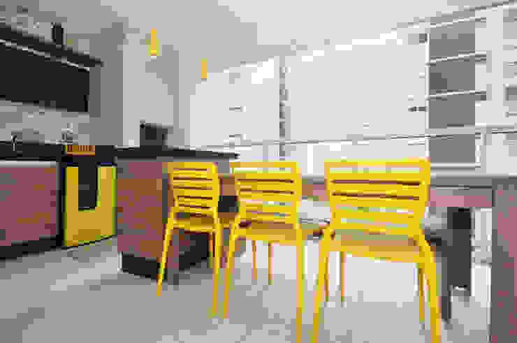 Terrazas de estilo  de Condecorar Arquitetura e Interiores