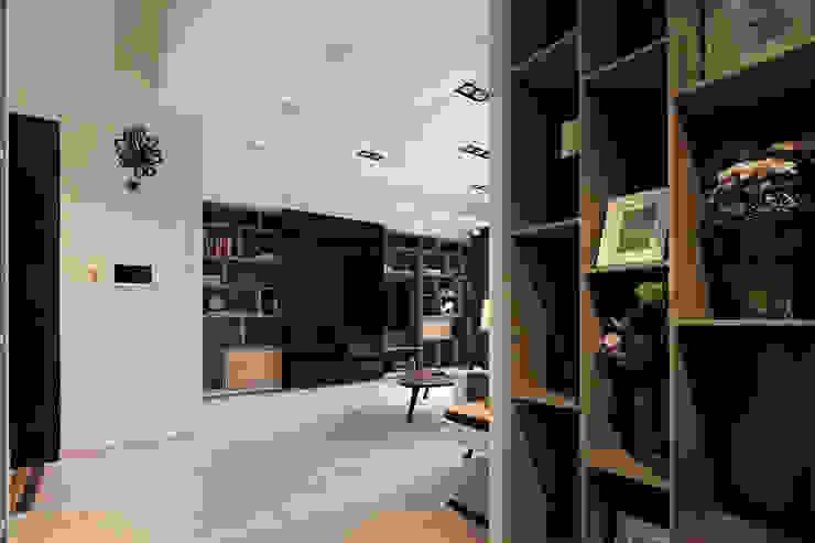 西岸曦 sunshine from the west coast 斯堪的納維亞風格的走廊,走廊和樓梯 根據 耀昀創意設計有限公司/Alfonso Ideas 北歐風