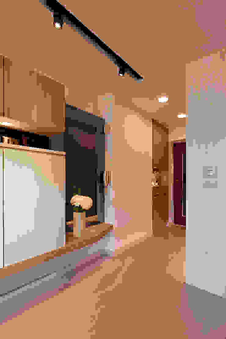 共鳴 resonant frequency 斯堪的納維亞風格的走廊,走廊和樓梯 根據 耀昀創意設計有限公司/Alfonso Ideas 北歐風