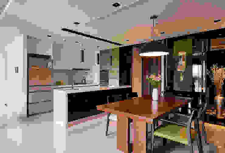 惠友紳陳宅 現代廚房設計點子、靈感&圖片 根據 舍子美學設計有限公司 現代風