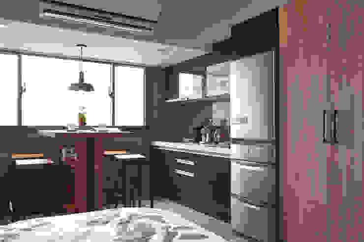 Kitchen by 耀昀創意設計有限公司/Alfonso Ideas
