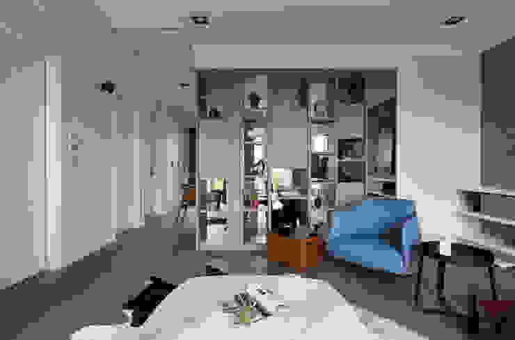 Гостиная в скандинавском стиле от 耀昀創意設計有限公司/Alfonso Ideas Скандинавский