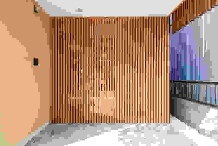 玄関ドア 和風の 玄関&廊下&階段 の 藤井伸介建築設計室 和風