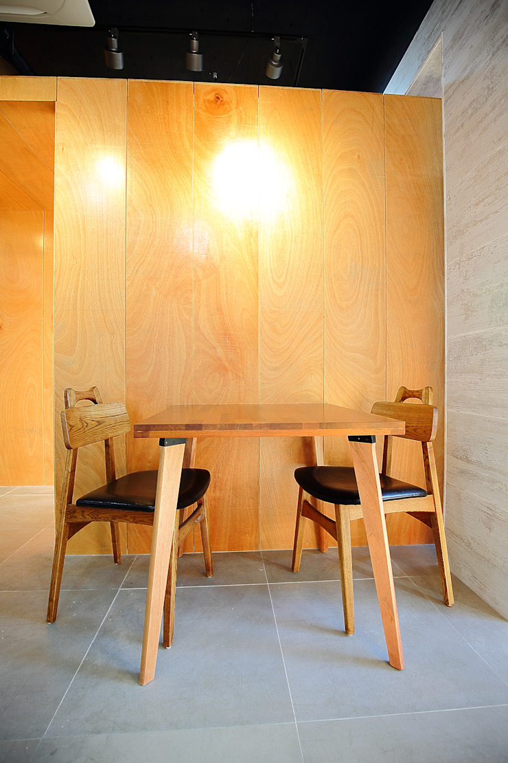찜스토리 인테리어 부분 모던스타일 다이닝 룸 by inark [인아크 건축 설계 디자인] 모던 합판