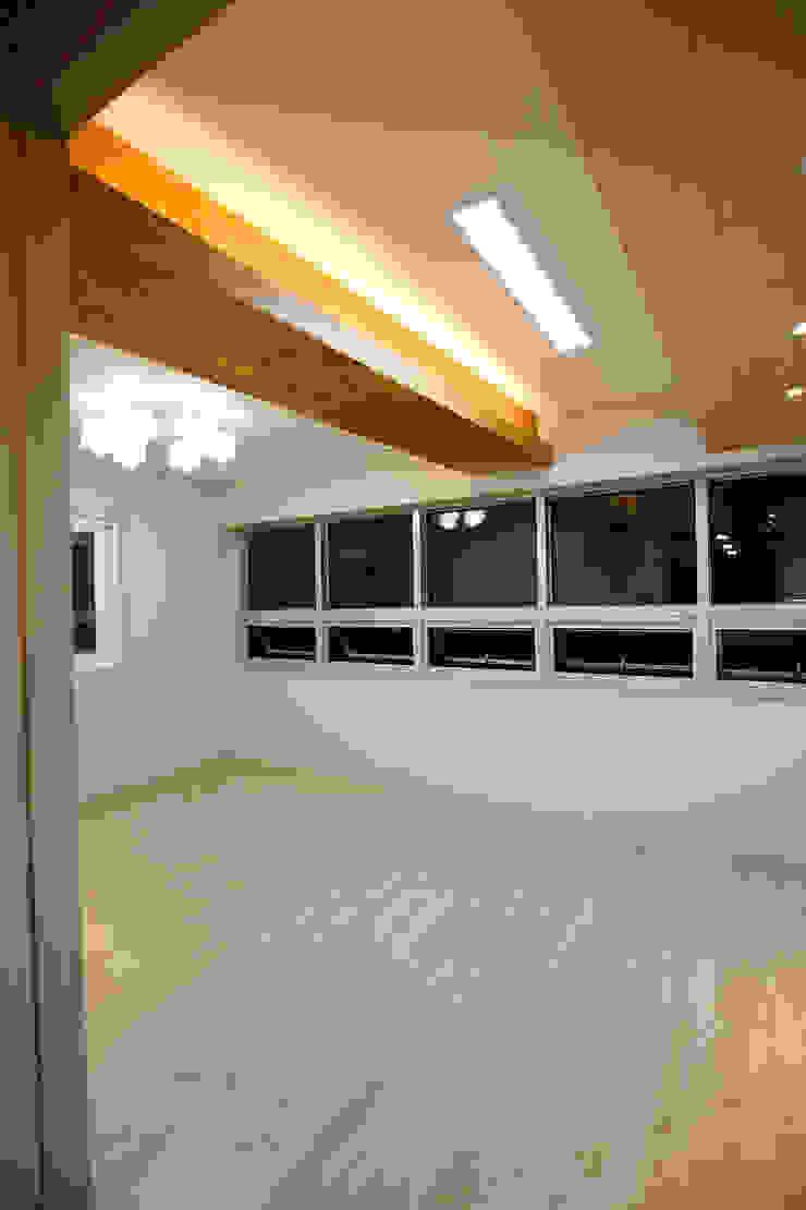 주택 인테리어 부분 모던스타일 거실 by inark [인아크 건축 설계 디자인] 모던 우드 우드 그레인