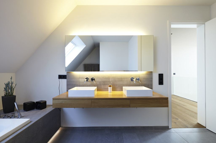 Bathroom by Falke Architekten, Modern