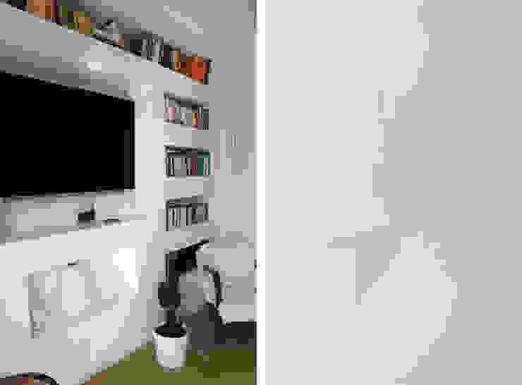 Zona Giorno - Soggiorno Soggiorno moderno di Architetto Luigia Pace Moderno Legno Effetto legno