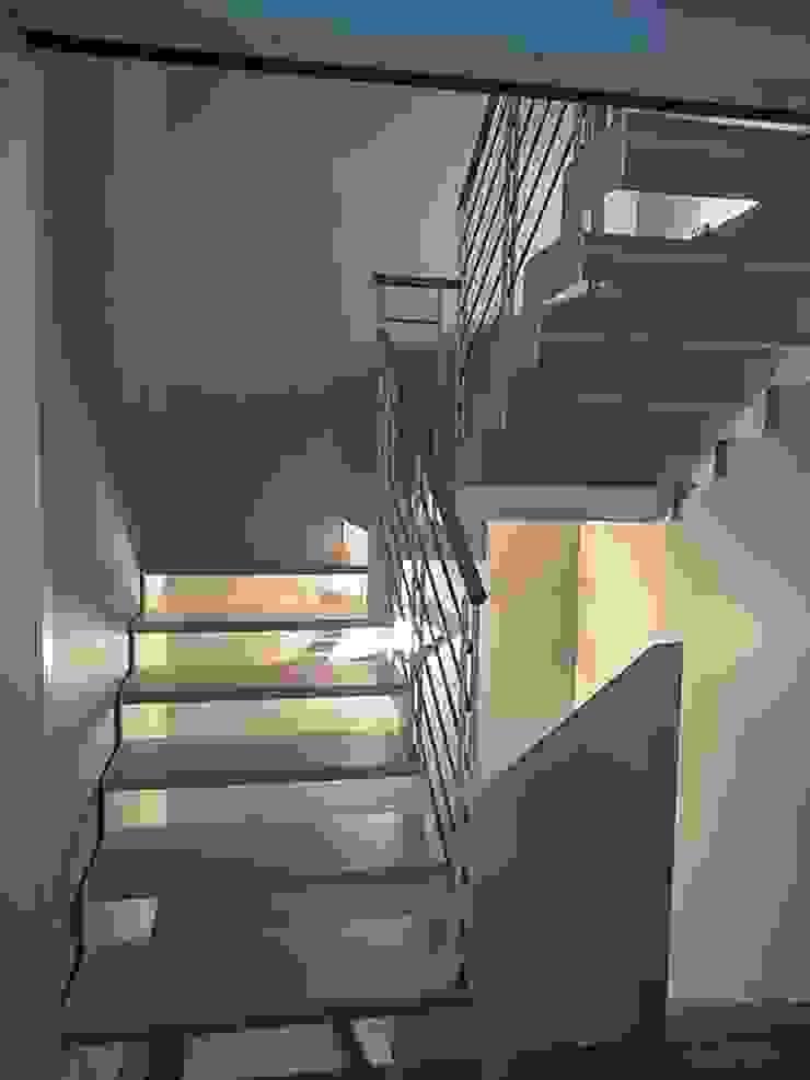 Moderne Wände & Böden von casa&stile interior design e ristrutturazioni Modern
