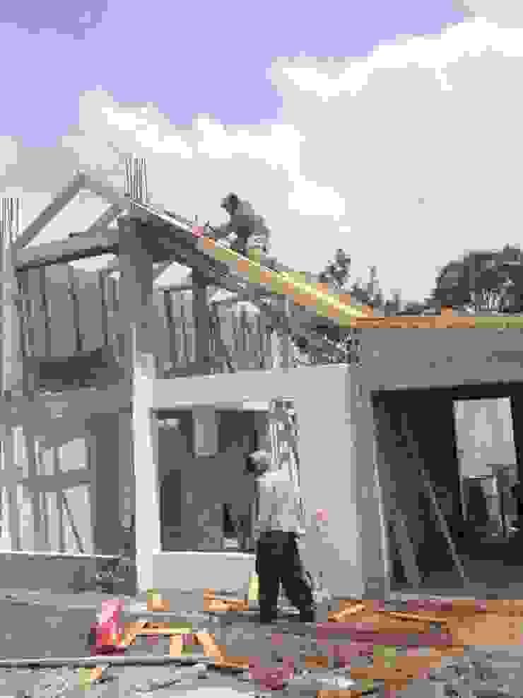 Maisons rustiques par URBVEL Constructora e Inmobiliaria Rustique