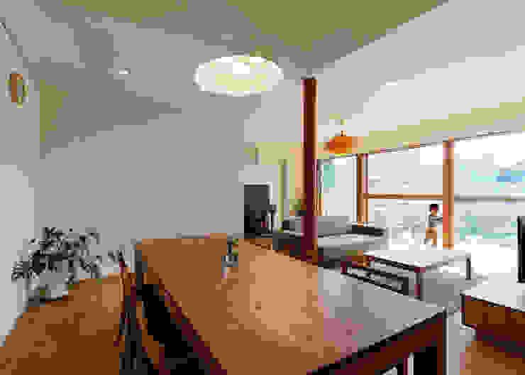 根據 磯村建築設計事務所 日式風、東方風 實木 Multicolored
