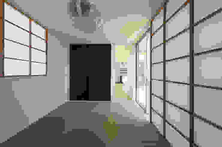 Modern style media rooms by ㈱ライフ建築設計事務所 Modern