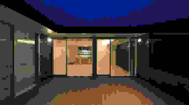 Modern style balcony, porch & terrace by ㈱ライフ建築設計事務所 Modern