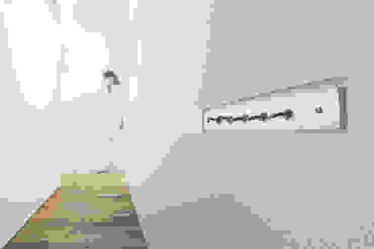 一級建築士事務所 Atelier Casa Modern corridor, hallway & stairs