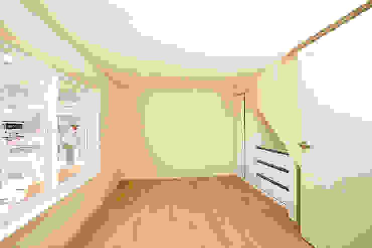 홍제동 협소주택 – H2135 모던스타일 아이방 by 마음담은 건축 모던