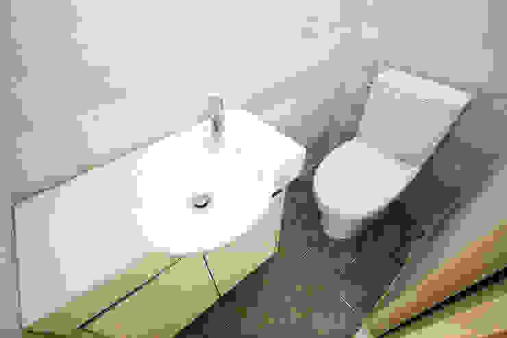 홍제동 협소주택 – H2135 모던스타일 욕실 by 마음담은 건축 모던