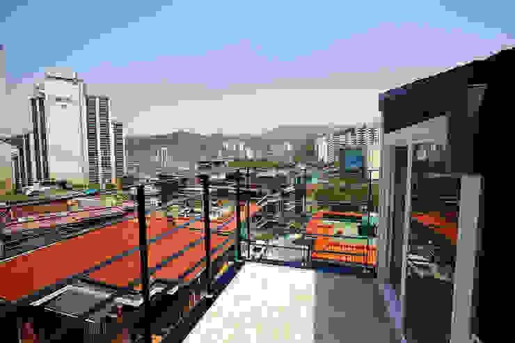 홍제동 협소주택 – H2135 모던스타일 발코니, 베란다 & 테라스 by 마음담은 건축 모던