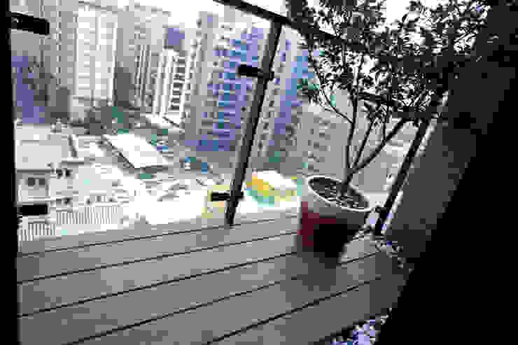 陽台 Modern Terrace by homify Modern