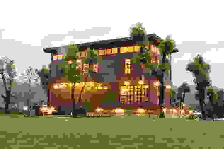 閮檍設計 Ting Yi Design Classic style houses Solid Wood Brown