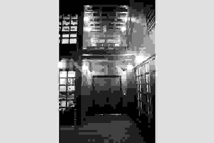 閮檍設計 Ting Yi Design Classic style corridor, hallway and stairs Solid Wood Brown
