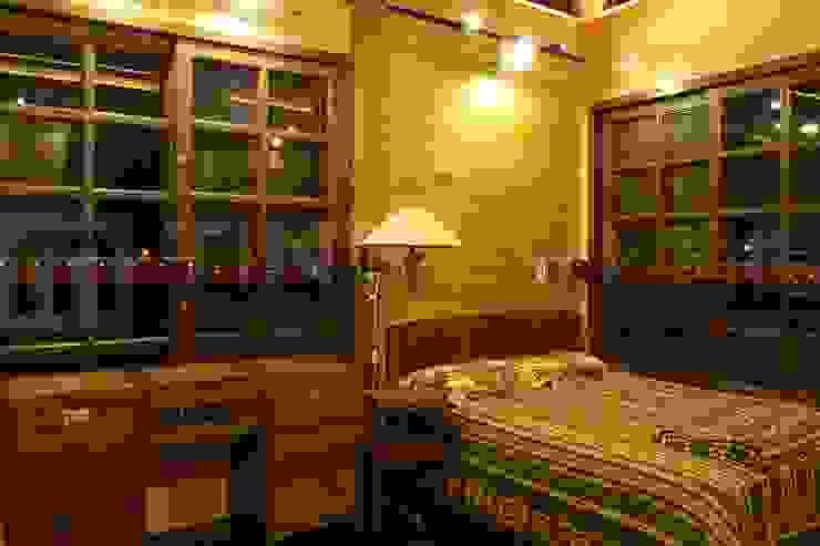 閮檍設計 Ting Yi Design Classic style bedroom Solid Wood Brown