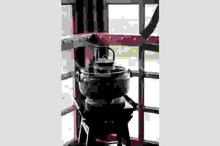 閮檍設計 Ting Yi Design Living roomFireplaces & accessories Iron/Steel Black