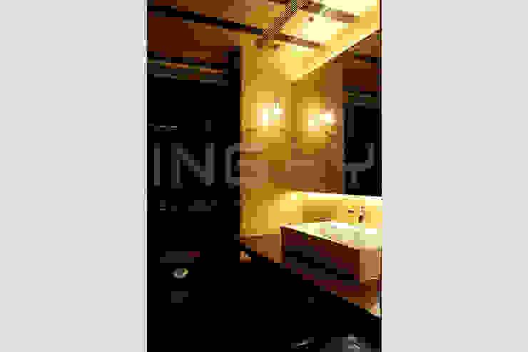 閮檍設計 Ting Yi Design Classic style bathroom Solid Wood Brown