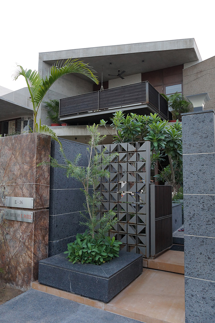Residence of Brijesh Patel Modern houses by Architects at Work Modern