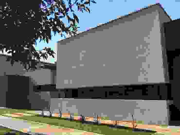 frente [casa S ] Casas modernas: Ideas, imágenes y decoración de modulo cinco arquitectura Moderno Hormigón