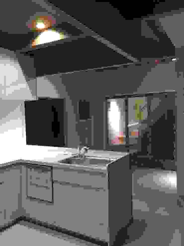 8gi・studio Modern Kitchen