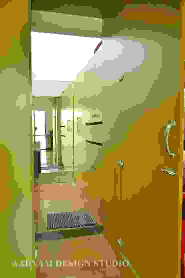 Toilet in kids room Minimalist bathroom by Aadyam Design Studio Minimalist