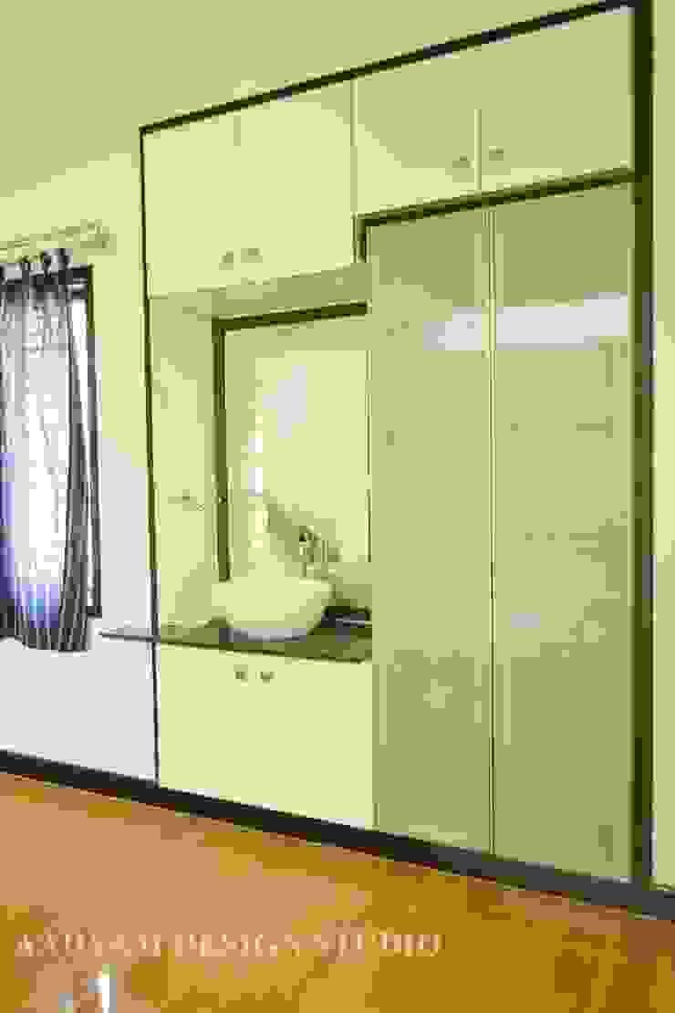 Crockery Unit Minimalist dining room by Aadyam Design Studio Minimalist