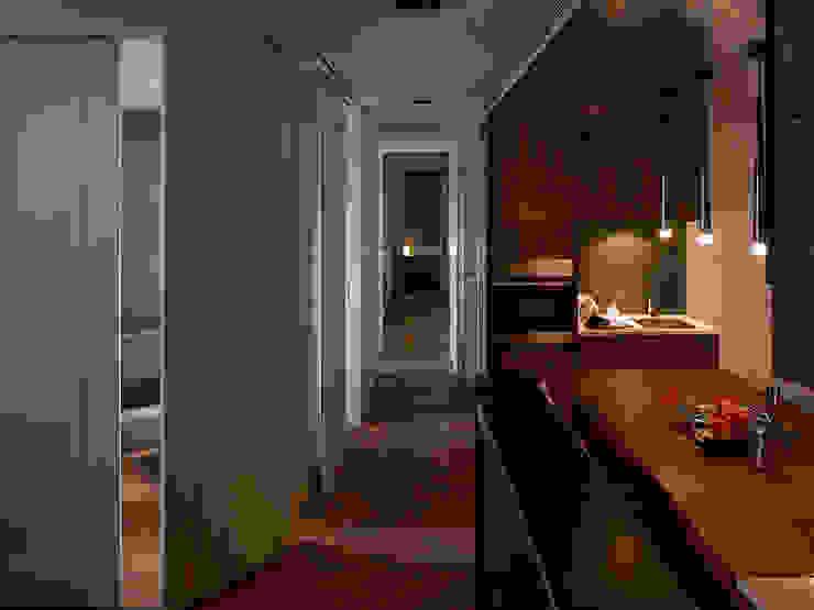 Li Residence 現代風玄關、走廊與階梯 根據 沈志忠聯合設計 現代風