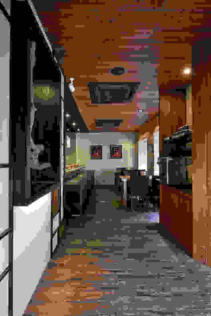 誰說居酒屋一定是又小又擠!!!就是要客人高質感空間的Happy Friday 根據 悅集空間規劃設計有限公司 古典風