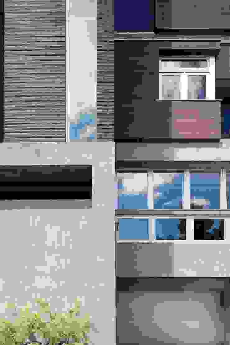 比例與分割 現代房屋設計點子、靈感 & 圖片 根據 前置建築 Preposition Architecture 現代風