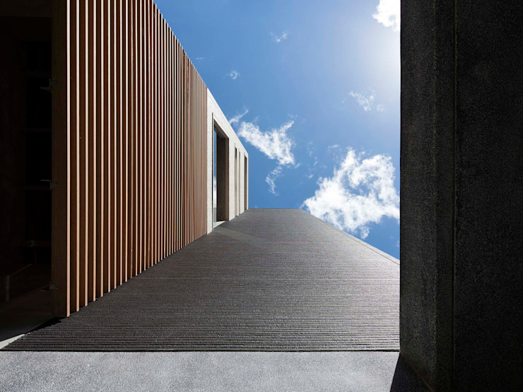 仰望 現代房屋設計點子、靈感 & 圖片 根據 前置建築 Preposition Architecture 現代風