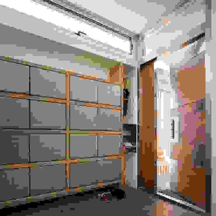 內玄關 前置建築 Preposition Architecture Modern corridor, hallway & stairs
