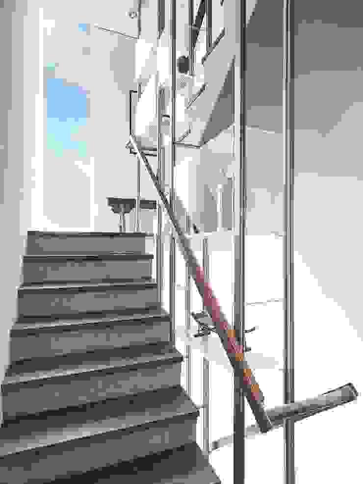 上上下下 現代風玄關、走廊與階梯 根據 前置建築 Preposition Architecture 現代風
