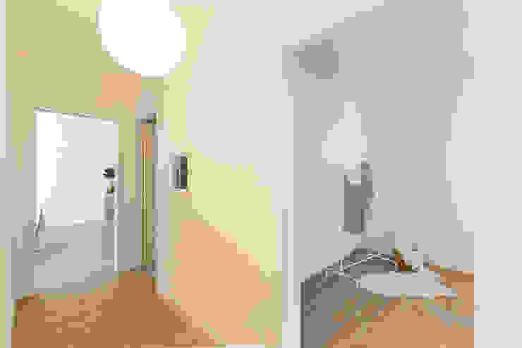 Kamar Tidur Gaya Skandinavia Oleh Home Staging & Dintorni Skandinavia