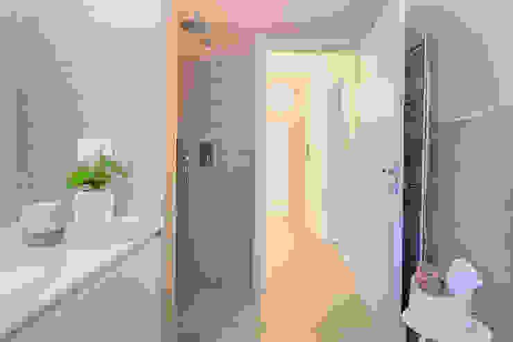 Home Staging & Dintorni Baños de estilo escandinavo