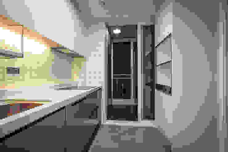 現代廚房設計點子、靈感&圖片 根據 TICDESIGN 現代風