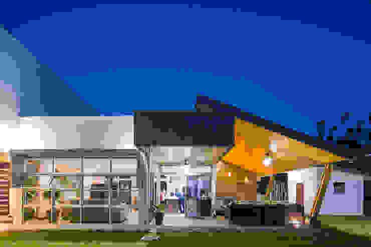 Fachada Lateral Casas estilo moderno: ideas, arquitectura e imágenes de J-M arquitectura Moderno