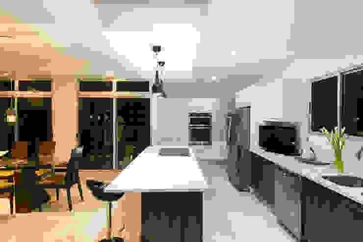 Cocina Cocinas de estilo moderno de J-M arquitectura Moderno