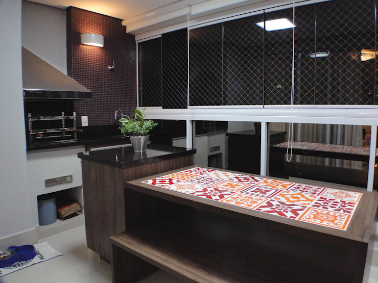 varanda por studio luchetti Moderno Compósito de madeira e plástico