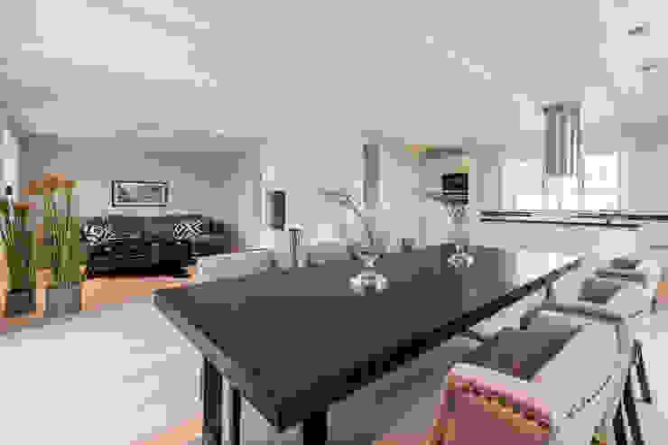 Ruang Keluarga oleh Home Staging Sylt GmbH, Modern