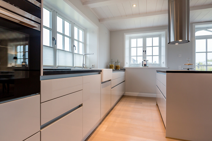 Kitchen by Home Staging Sylt GmbH, Modern